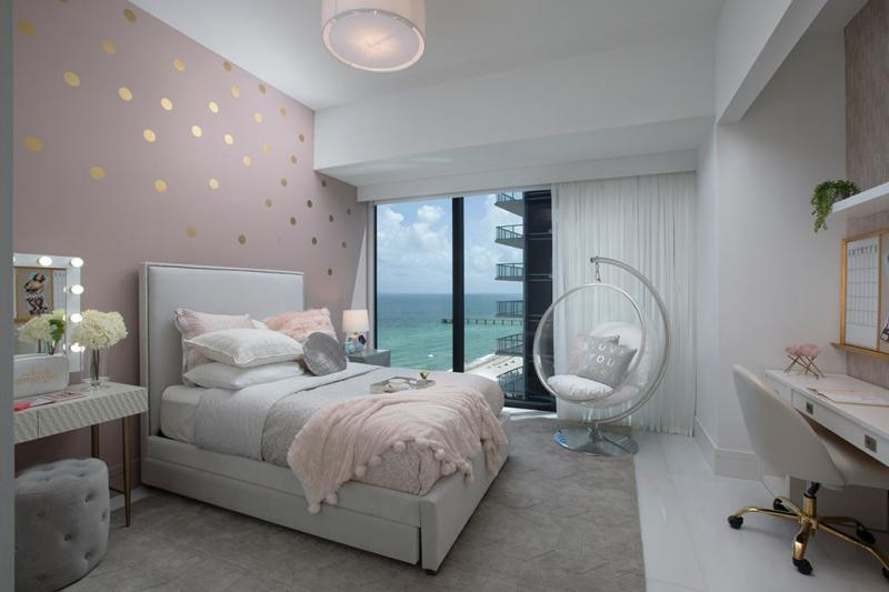 Click image for larger version.  Name:Bedroom Decor.jpg Views:53 Size:41.5 KB ID:11399