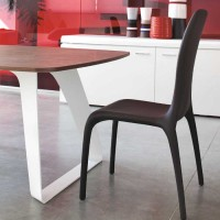 Lisetta: Fully upholstered chair by Angelo Tomaiuolo