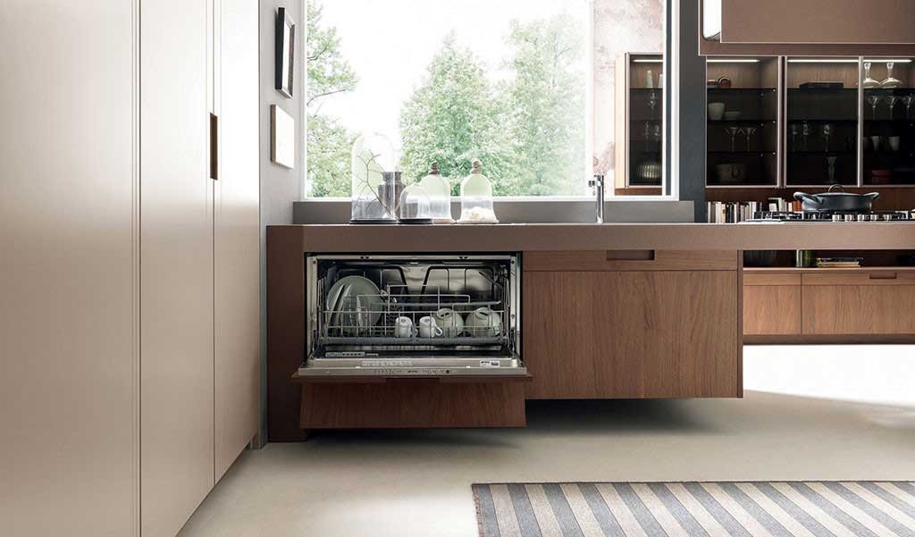 Arts crafts the broke up kitchen by pedini wood for Pedini cabinets