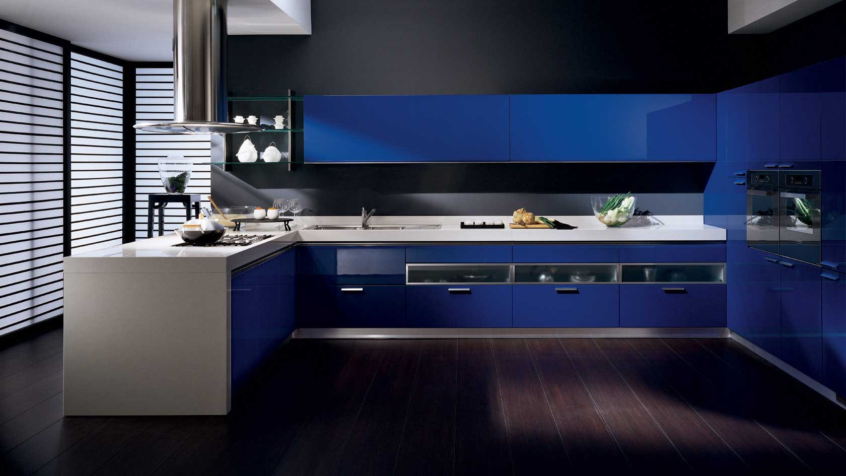Kitchen design in blue, contrasting with dark wall and flooring in dark color