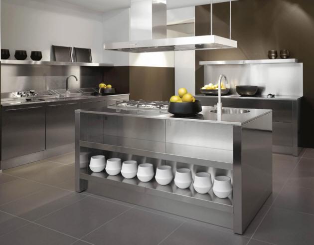 Кухня отделанная нержавеющей сталью